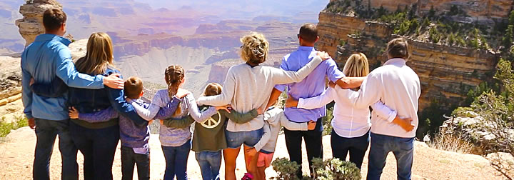 Family overlooking the Grand Canyon